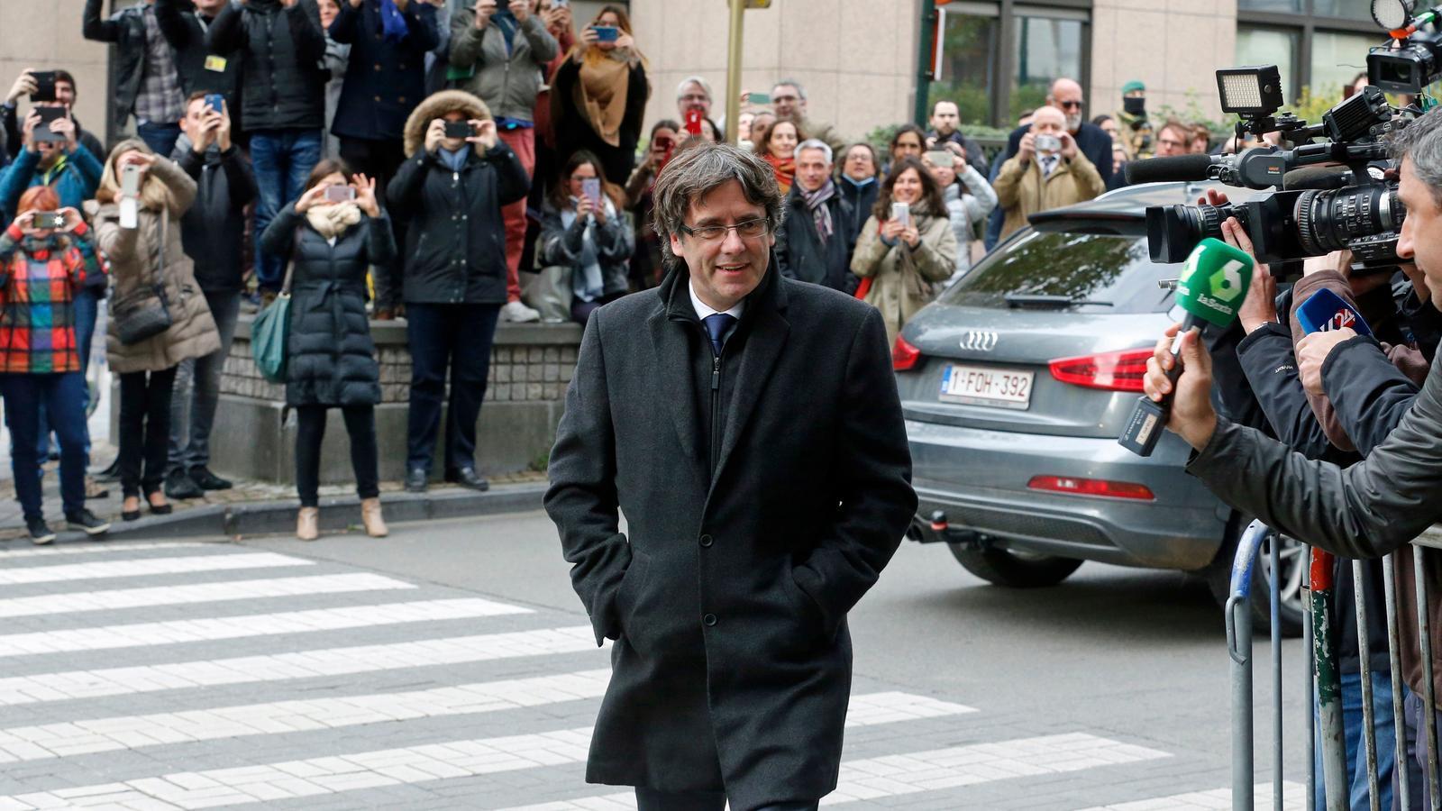 Carles Puigdemont, arribant al Club de premsa de Brussel·les