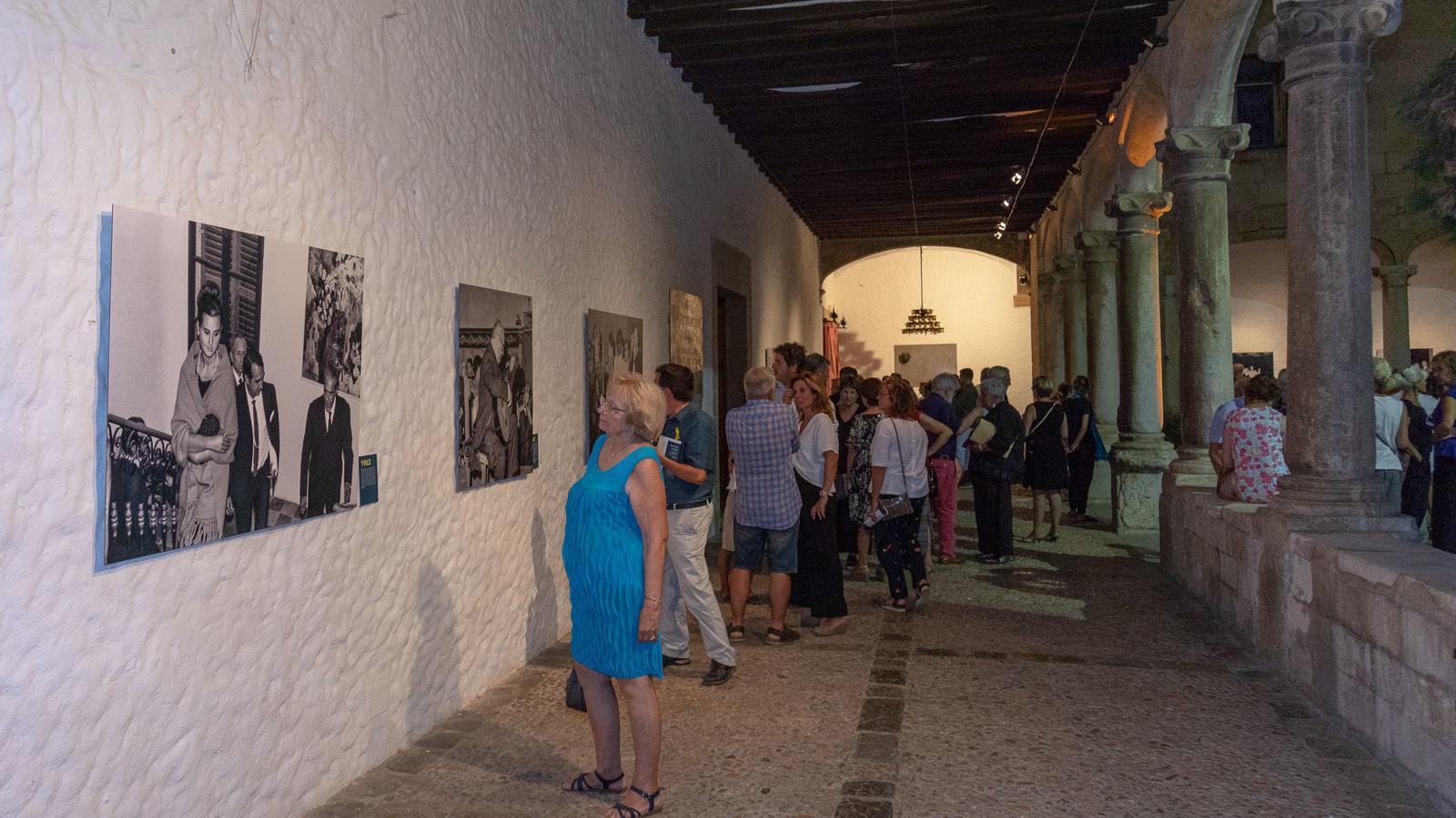 La mostra es pot visitar tots els dies, menys els dissabtes, fins a finals d'agost.