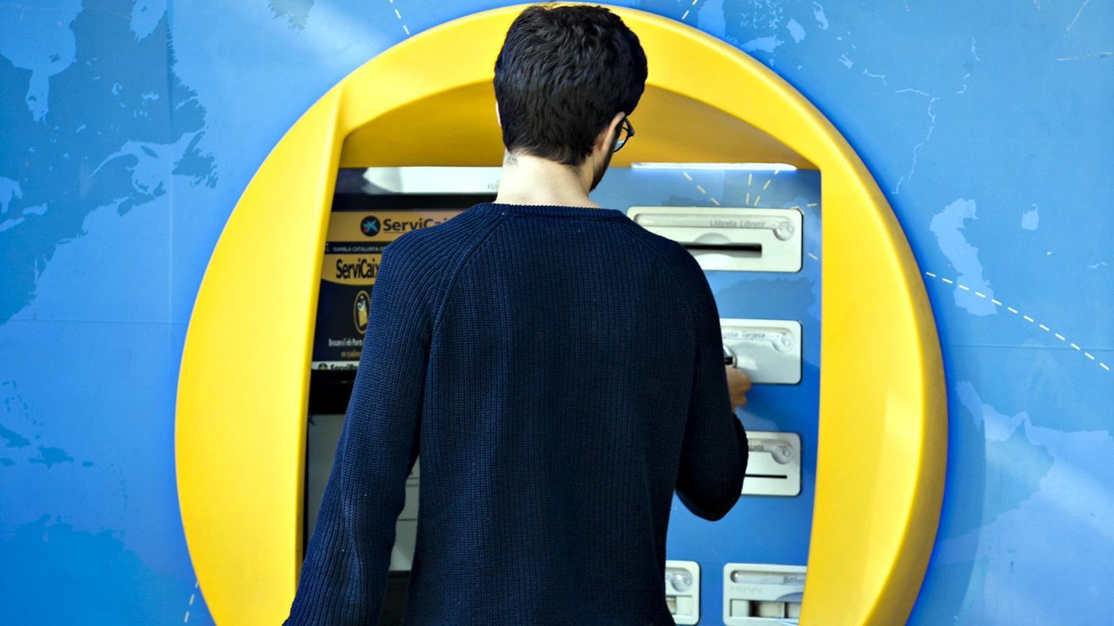 Qu haur de pagar per treure diners al caixer 5 claus for Oficinas caixabank madrid