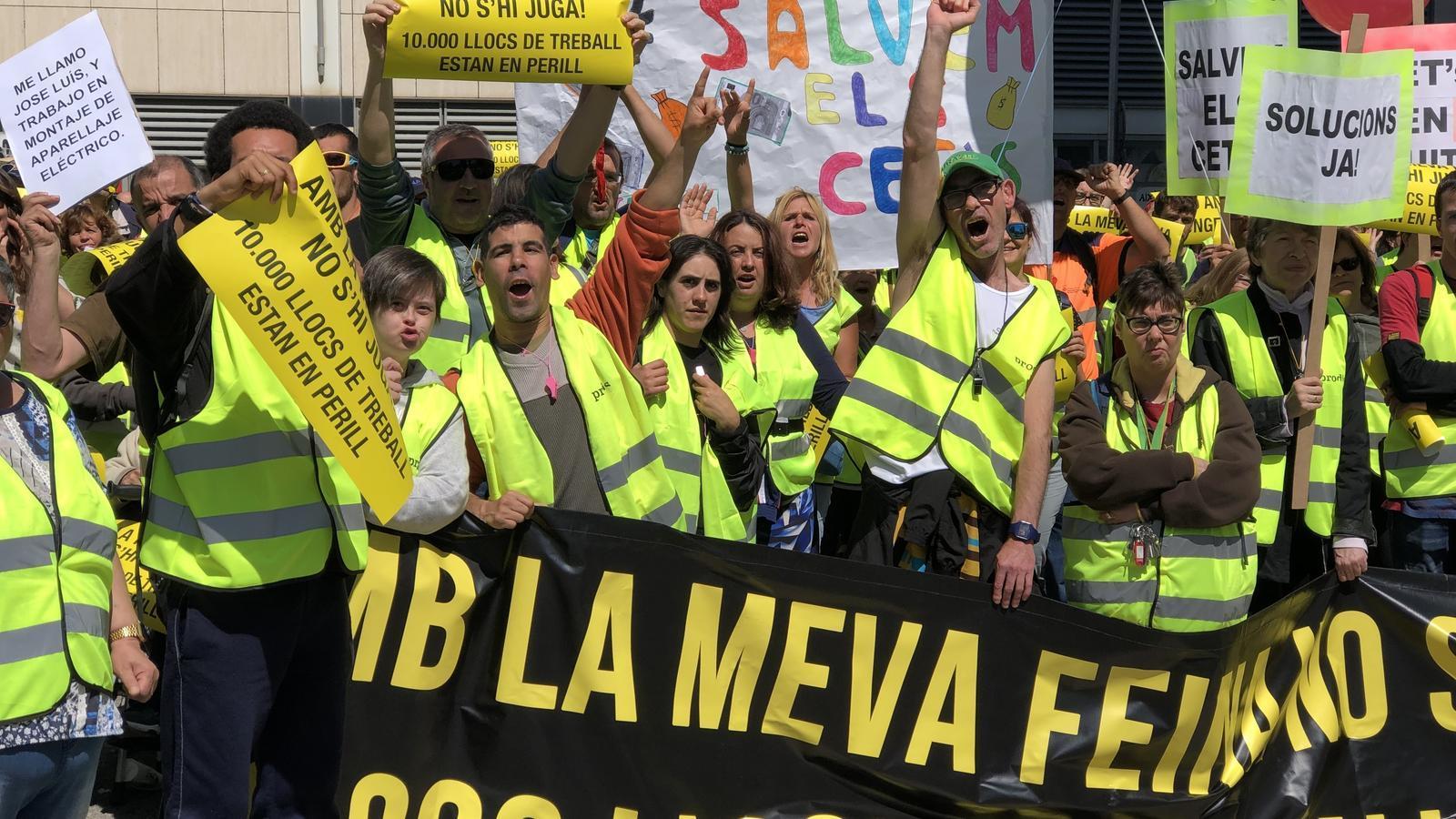 Milers de persones protesten per les retallades als serveis de persones amb discapacitat intel·lectual