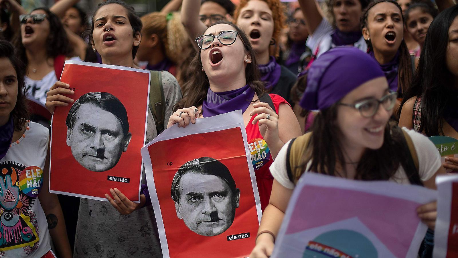 Les dones del Brasil s'uneixen contra el candidat ultradretà