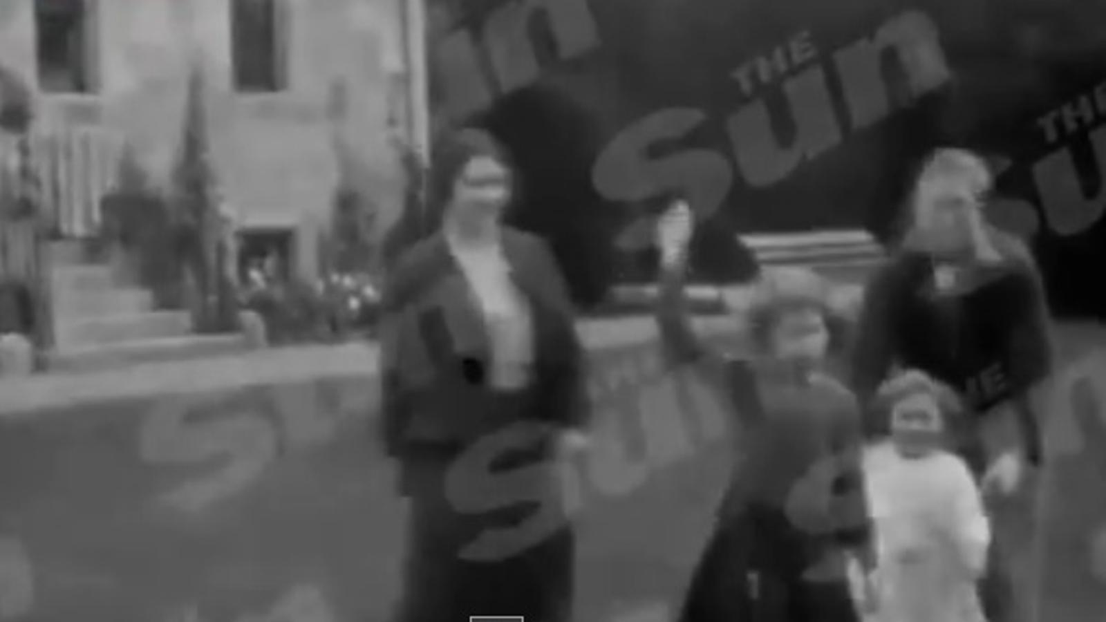 Elisabet II, de nena, fent la salutació nazi