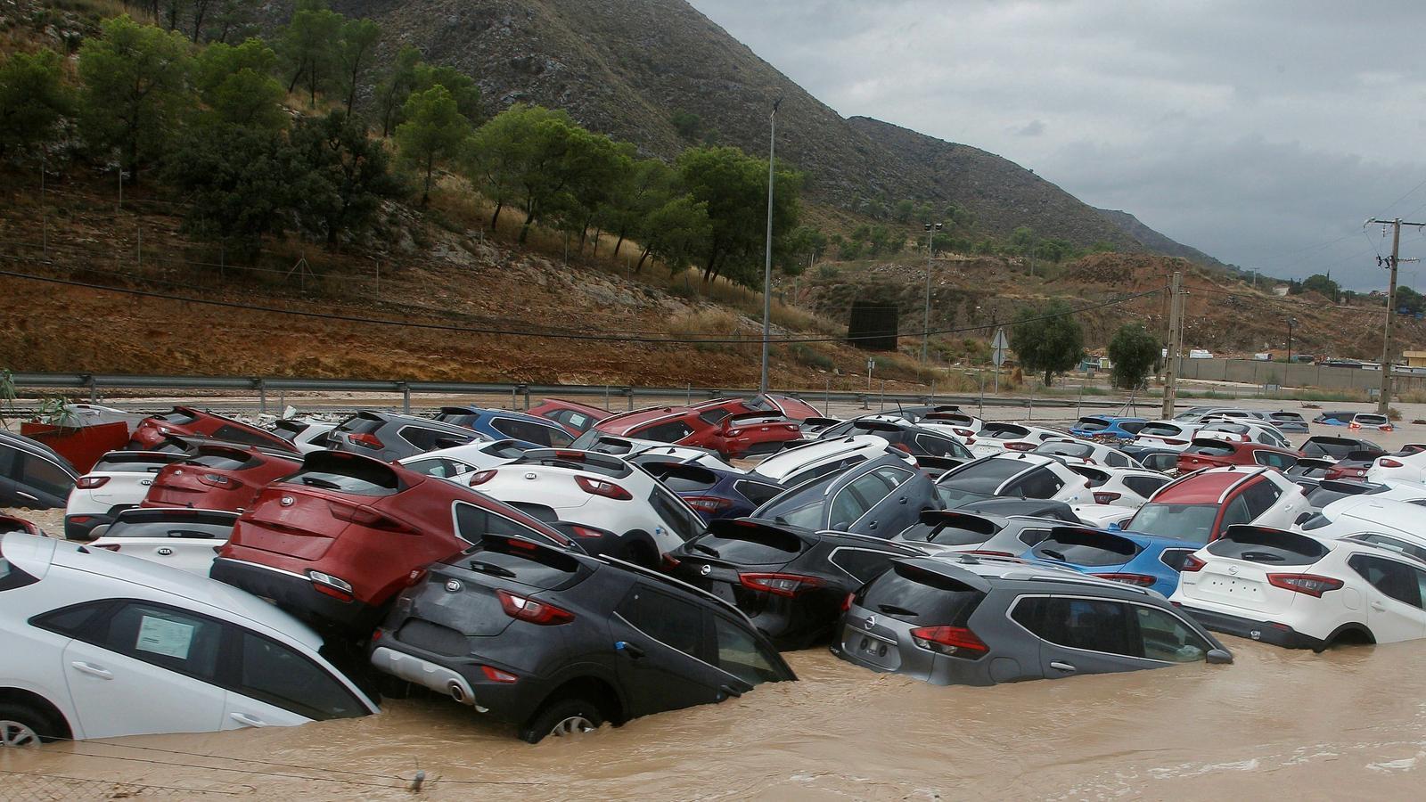 Temporal històric de pluja que desborda rius al País Valencià i causa dos morts a Albacete