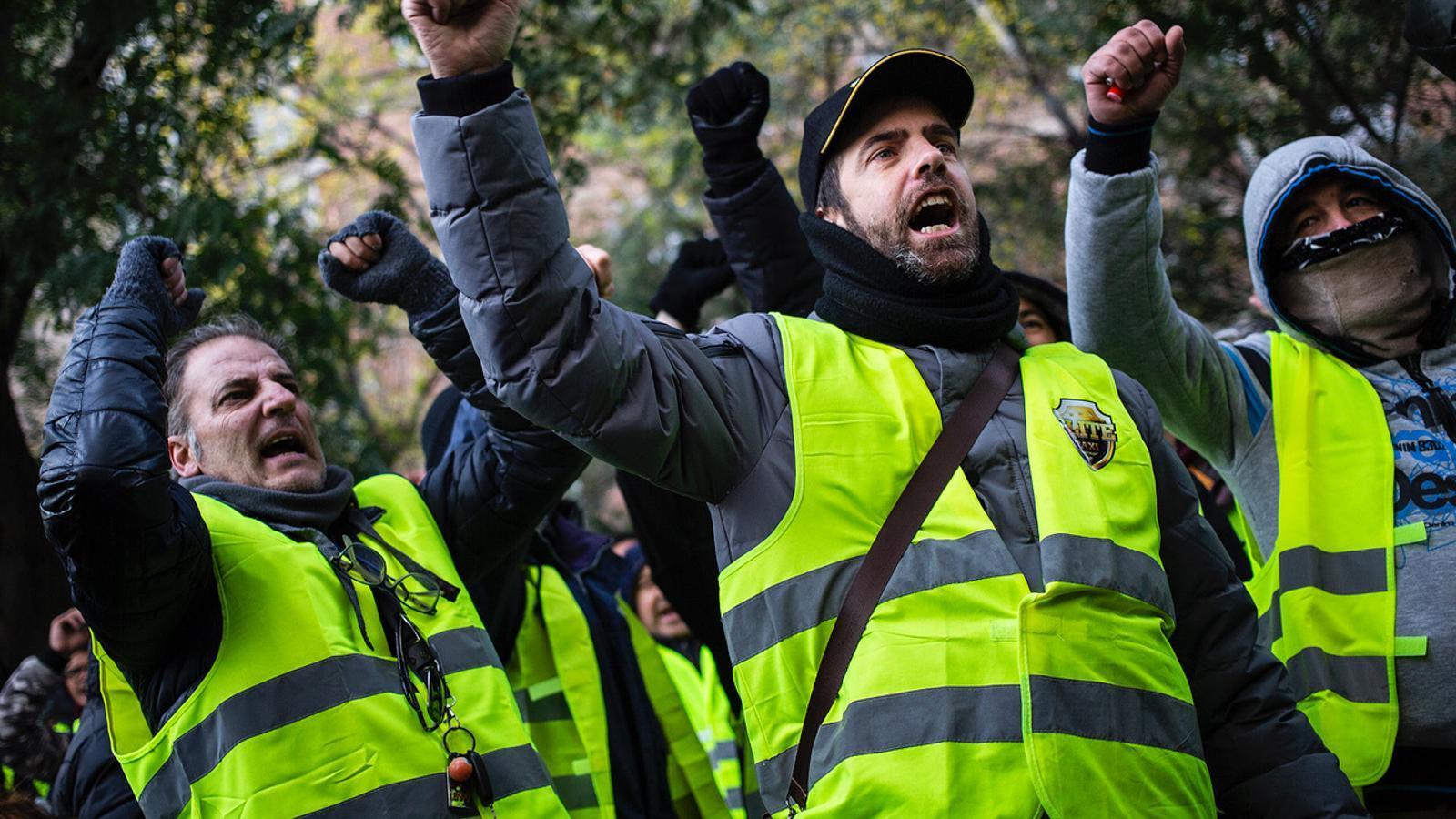 Els taxistes voten si accepten l'última oferta del Govern i acaben amb la vaga