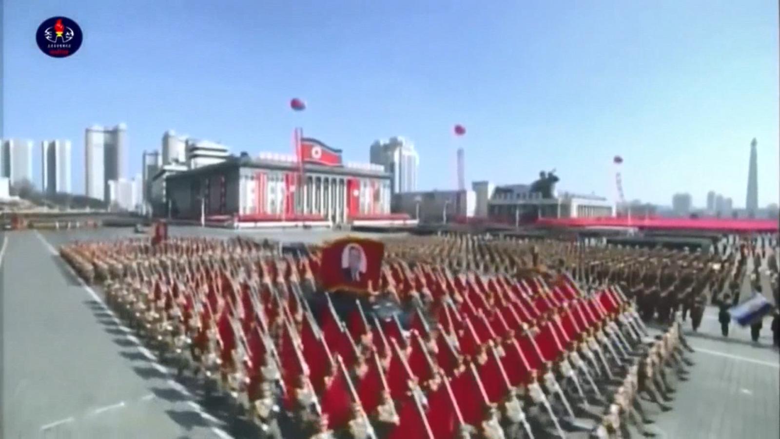 El règim de Corea del Nord va celebrar una desfilada la vigília dels Jocs Olímpics d'Hivern de Pyeongchang