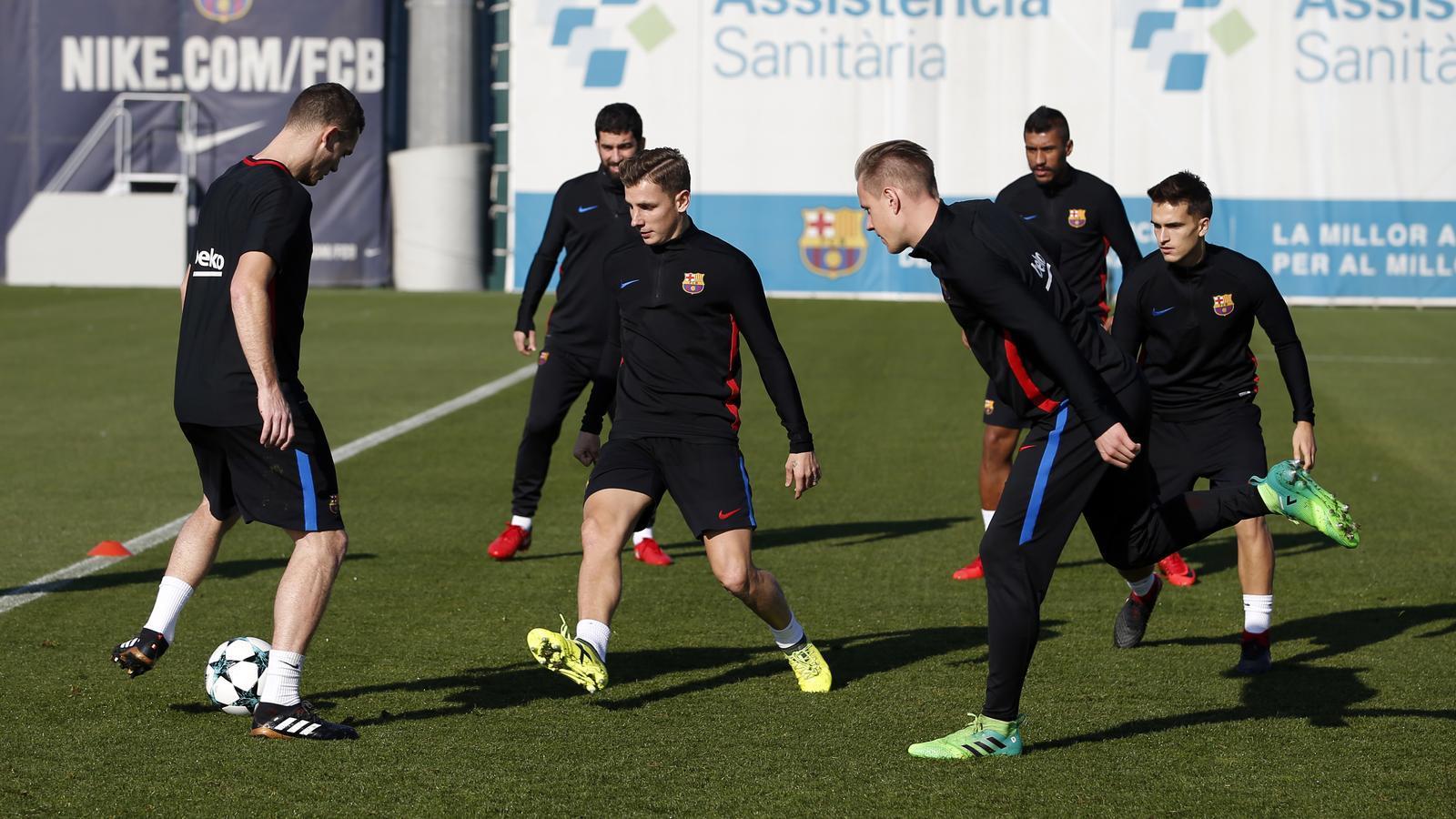 Els jugadors del Barça, durant un entrenament