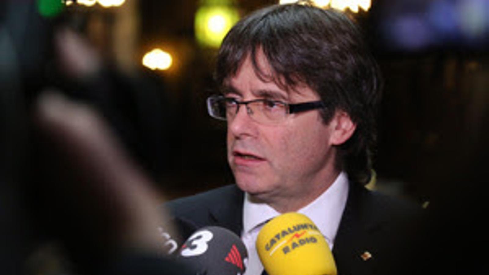 El president de la Generalitat, Carles Puigdemont, atén els mitjans des d'Anvers
