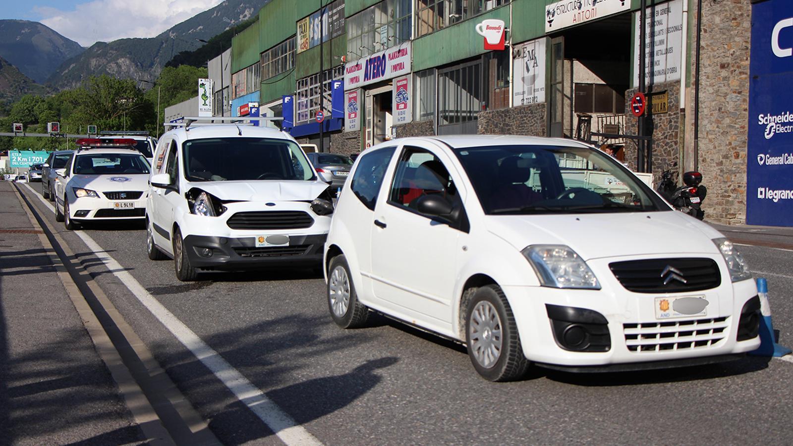 Els dos vehicles implicats en l'accident. / M. M. (ANA)