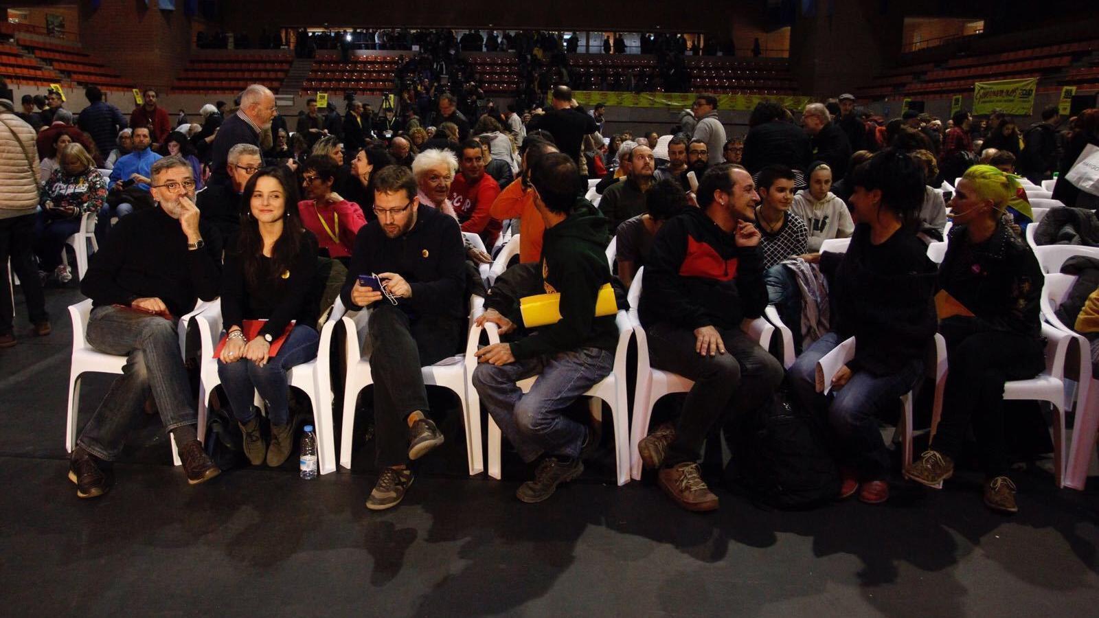 Carles Riera, Maria Sirvent, Vidal Aragonès amb els exdiputats David Fernàndez i Anna Gabriel abans de començar l'acte central de la CUP a Barcelona