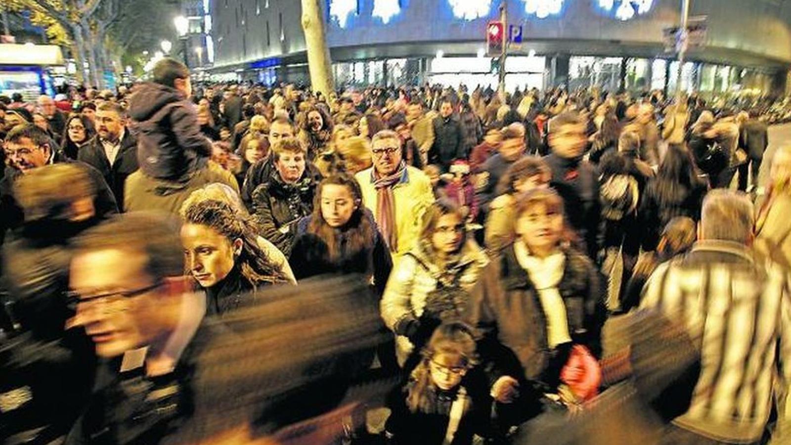El Black Friday és un dia de grans descomptes a botigues i centres comercials / MANOLO GARCIA