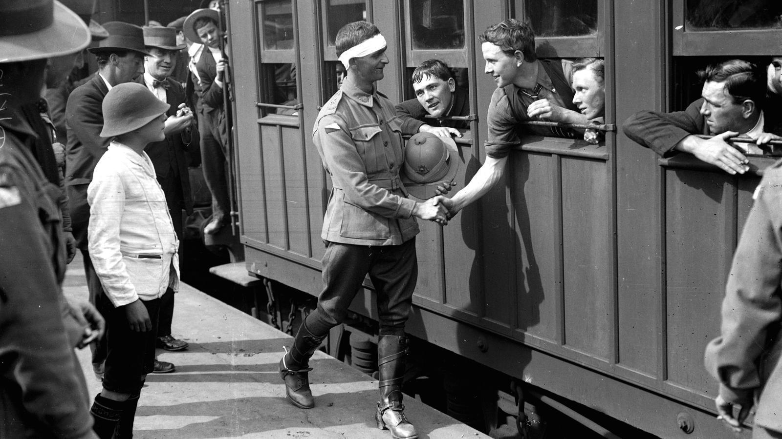 Oficials australians que reemplacen els que han estat ferits o morts al front