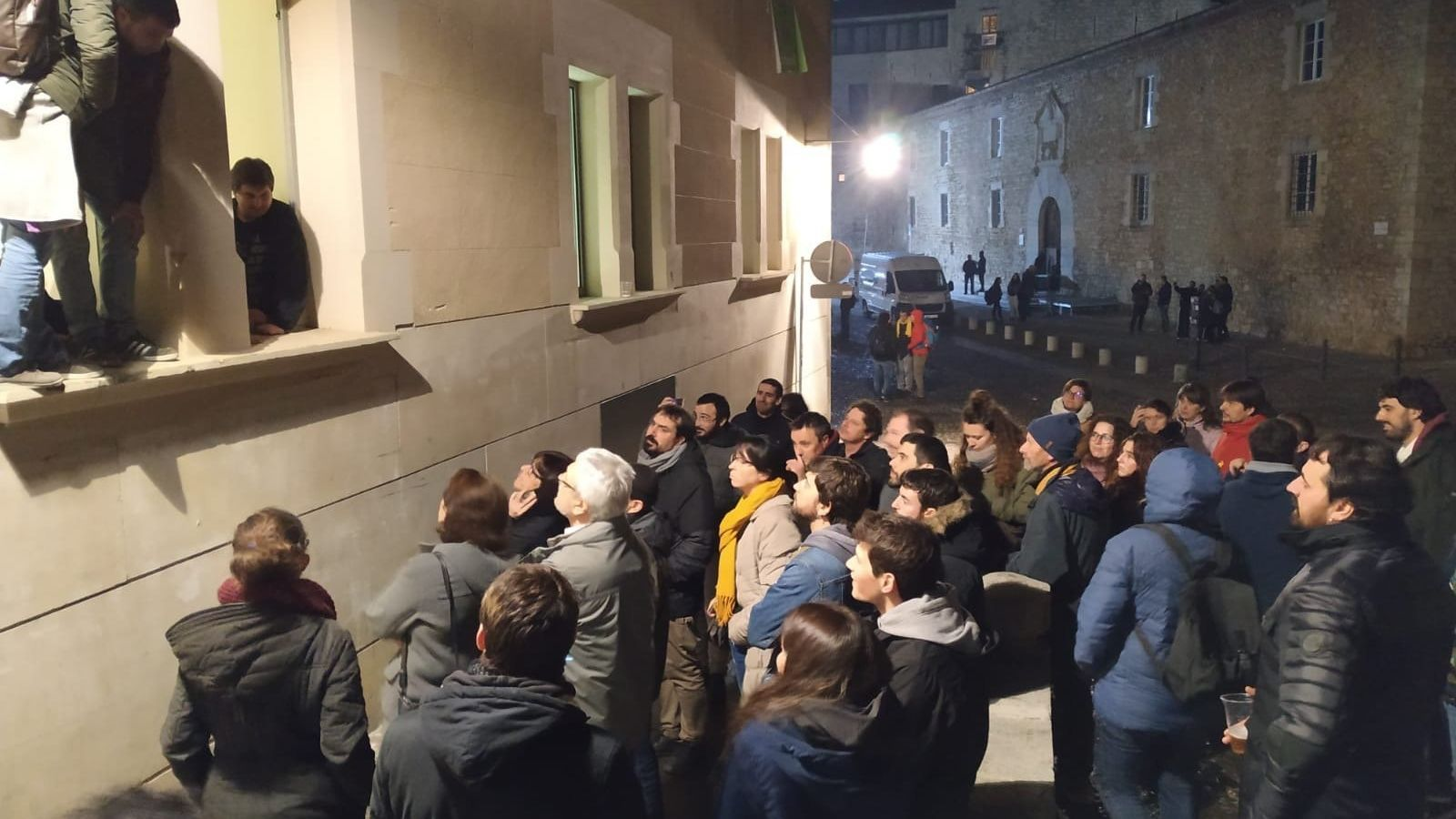 Una trentena de persones passen la nit a la Universitat de Girona per protestar contra les detencions
