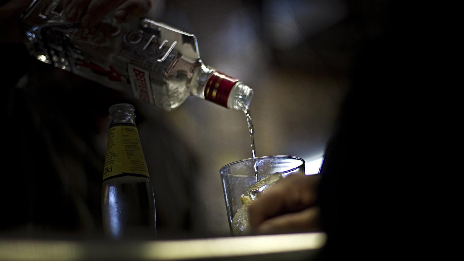 Detenen tres homes a Palma per fer una botellada a la via pública durant l'estat d'alarma
