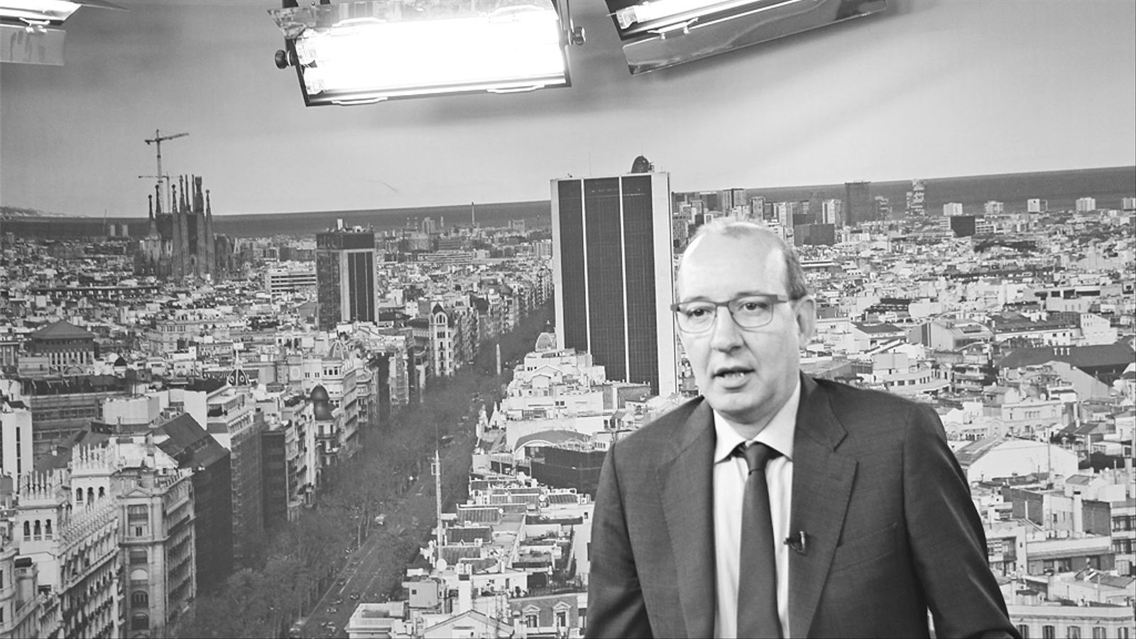 L'editorial d'Antoni Bassas: Hola inconstitucionals, quedem el 27-S (12/06/2015)