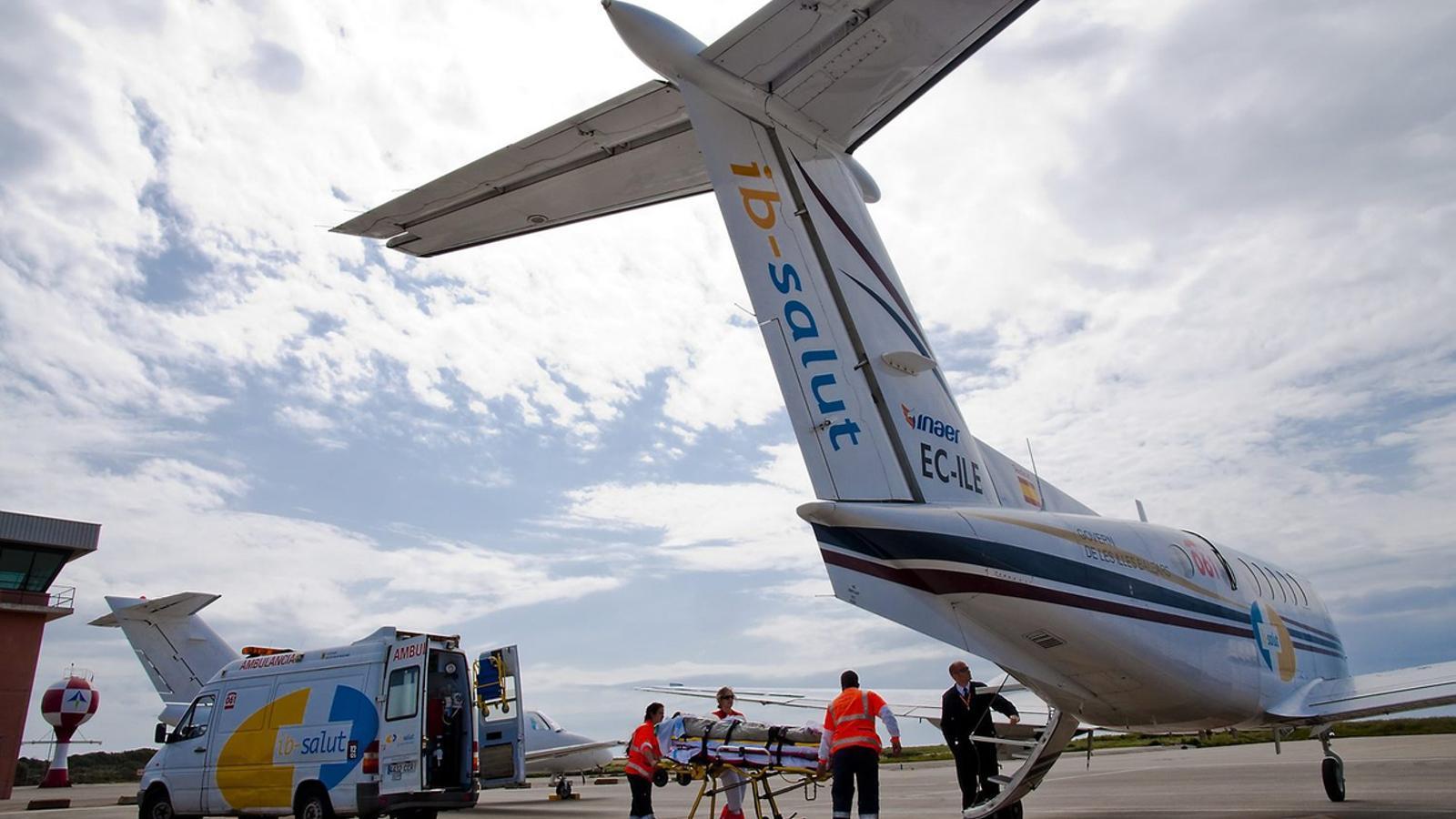 La Unitat de Transport Pediàtric Balear, amb seu a Son Espases, durant un trasllat mitjançant un avió medicalitzat.