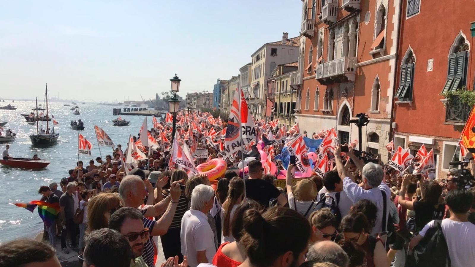 Protesta masiva a Venecia contra els megacreuers