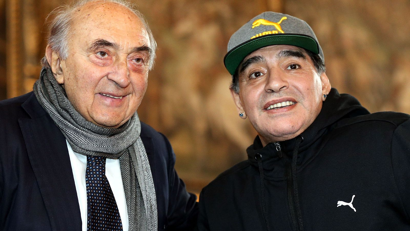 Corrado Ferlaino i Diego Armando Maradona durant la cerimònia del Saló de la fama de la Federació Italiana de Futbol el 2017