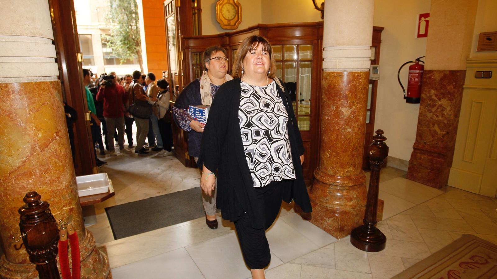 Les diputades de Podem, Xelo Huertas, i Montse Seijas, al Parlament.