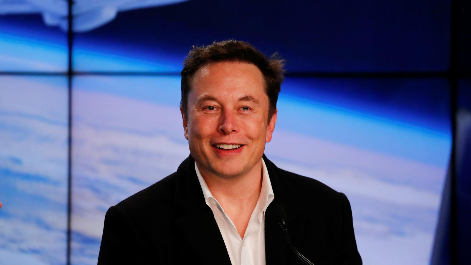 El multimilionari Elon Musk, propietari d'SpaceX, aconsegueix fer enlairar un coet per a astronautes