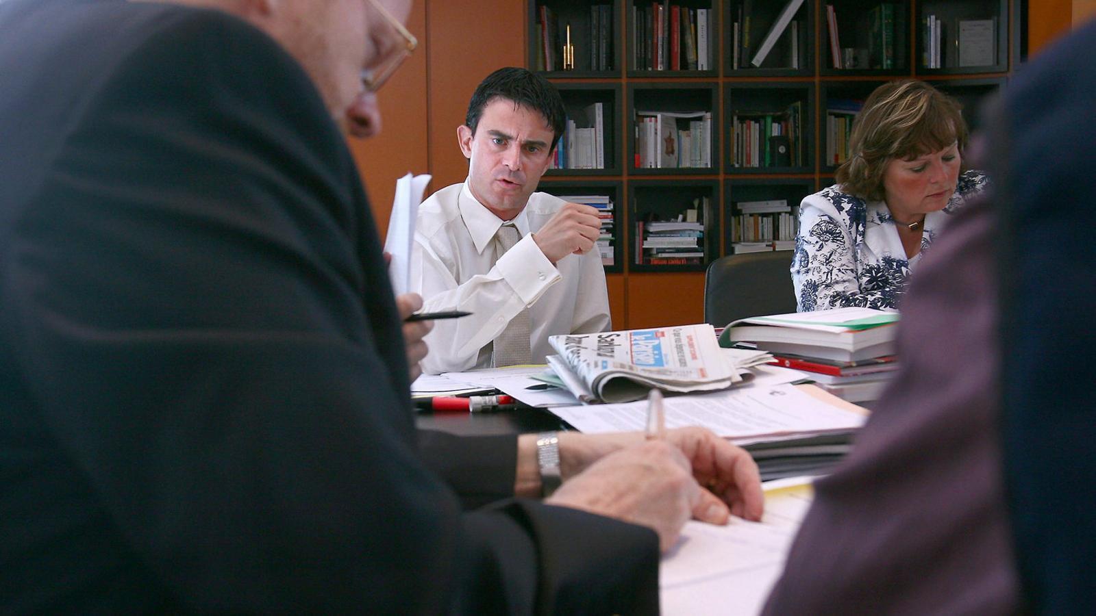 Manuel Valls en una imatge d'arxiu durant el seu mandat com a alcalde d'Evry, el 2007.
