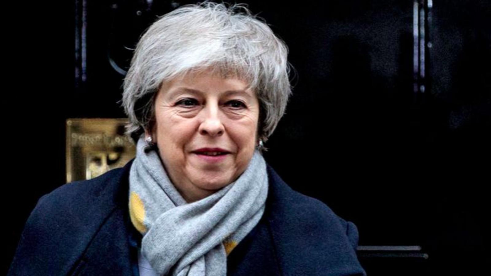 Theresa May, sortint de Downing Street per dirigir-se al Parlament, aquest matí de dimarts / REUTERS