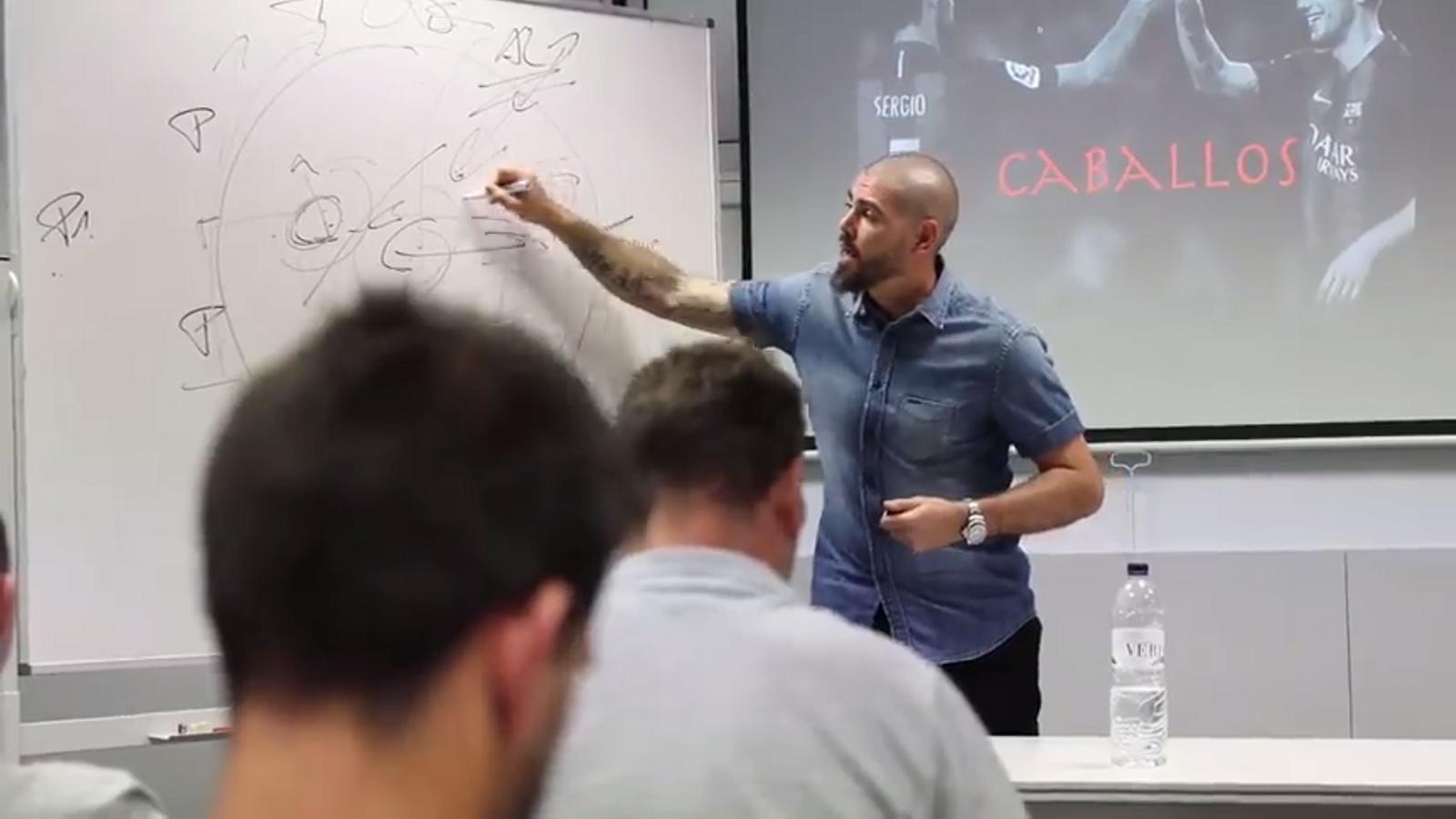 Resum de la ponència de Valdés a la seu de la FCF a Cornellà