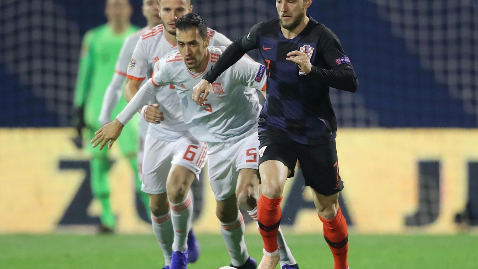 Ivan Rakitic, amb molèsties musculars, torna de Croàcia a Barcelona