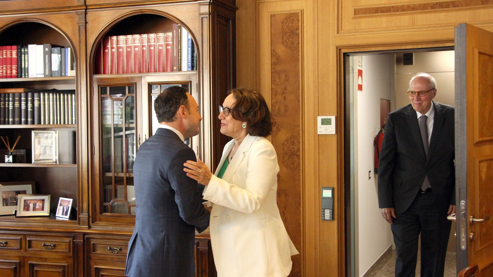 El cap de Govern, Xavier Espot, i la secretària general Iberoamericana, Rebeca Grynspan, minuts abans de començar la reunió. / C. G. (ANA)