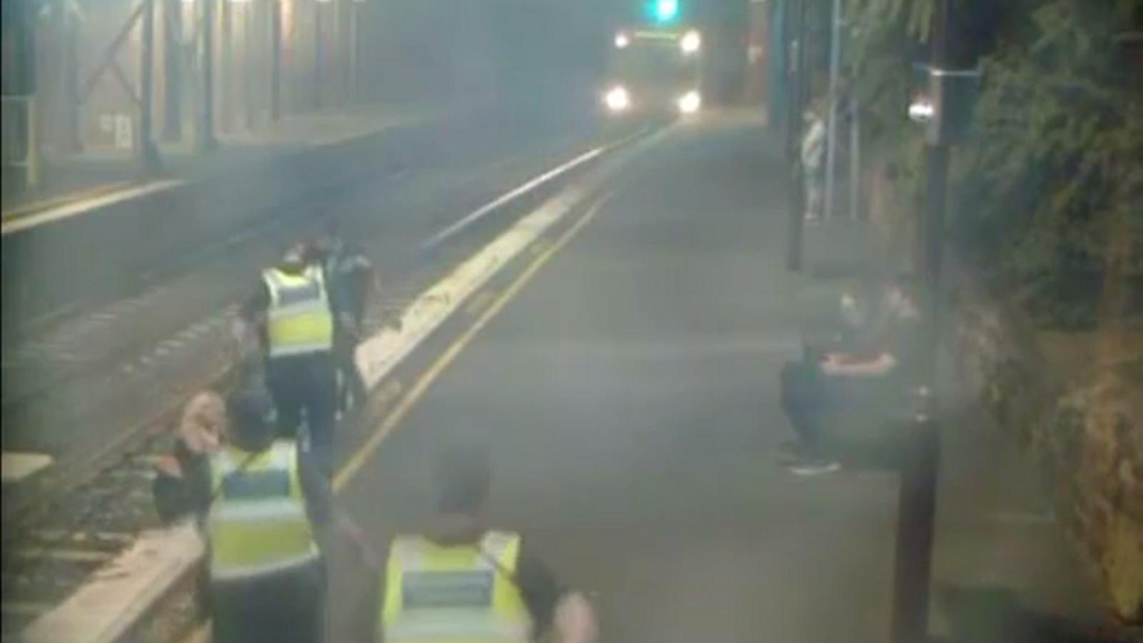 L'escena va ser recollida per les càmeres de seguretat de l'estació