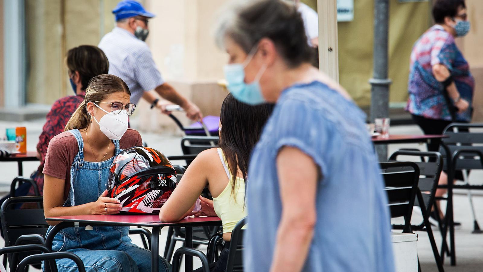 Fer-se gran en temps de pandèmia: encara més difícil