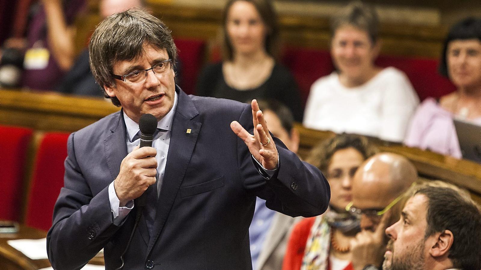 El president de la Generalitat, Carles Puigdemont, en un moment  de la sessió de control celebrada ahir al Parlament.