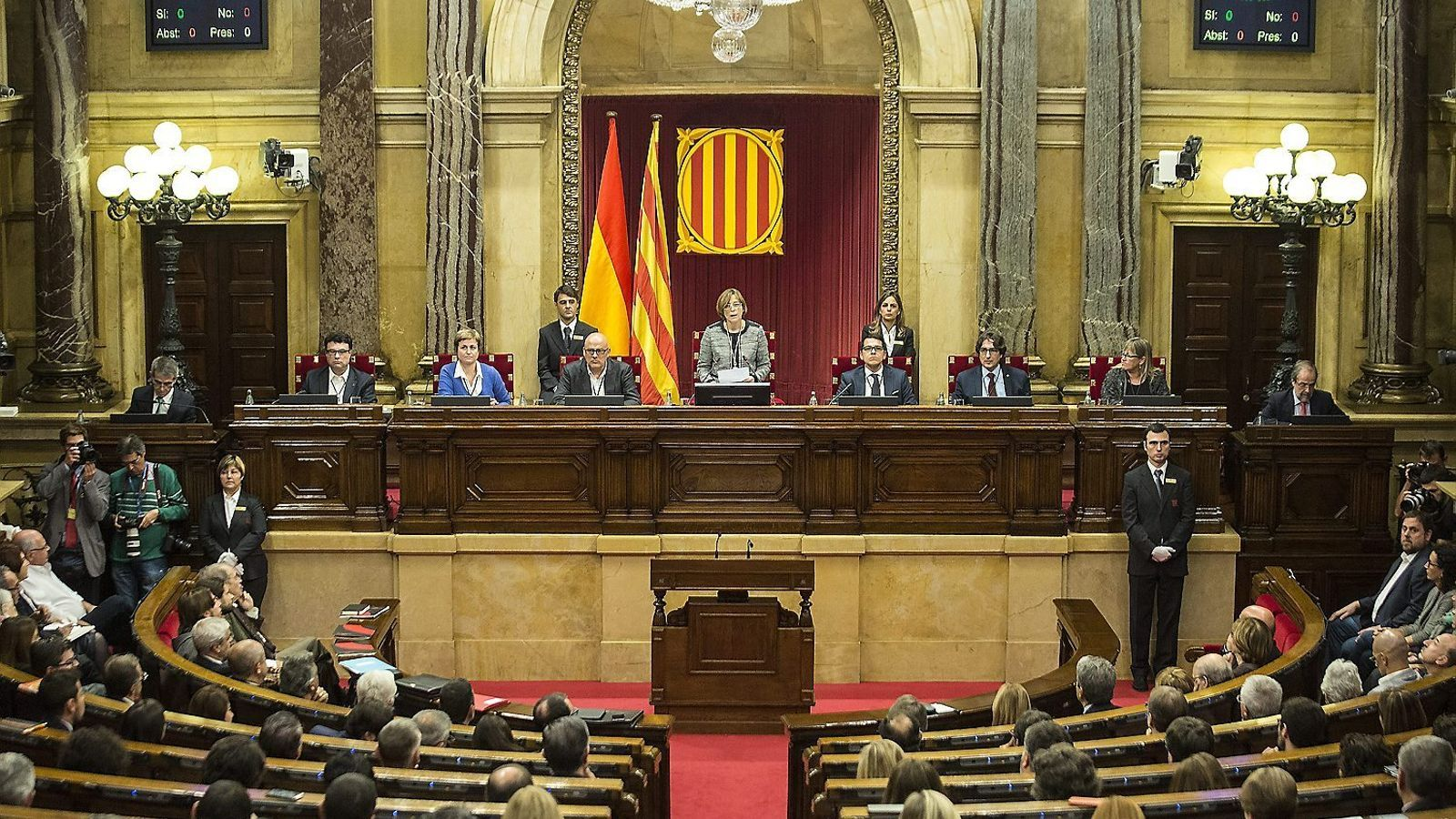 El ministre de Justícia, Rafael Catalá, va tornar a dir ahir que la presidenta del Parlament, Carme Forcadell, pot ser inhabilitada si no fa cas de la resolució del TC.