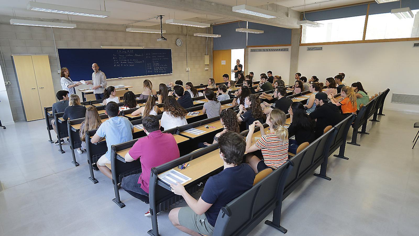 Els alumnes de la UIB optaran  a una beca per realitzar el Màster Universitari en Enginyeria Industrial.