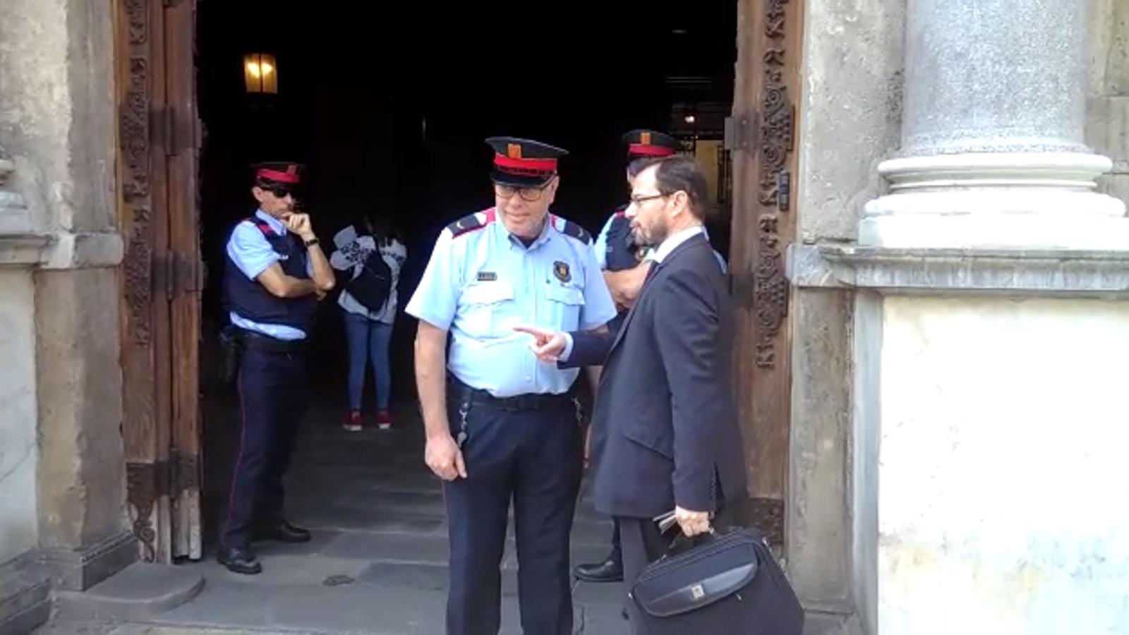 José Grinda entra al Palau de la Generalitat