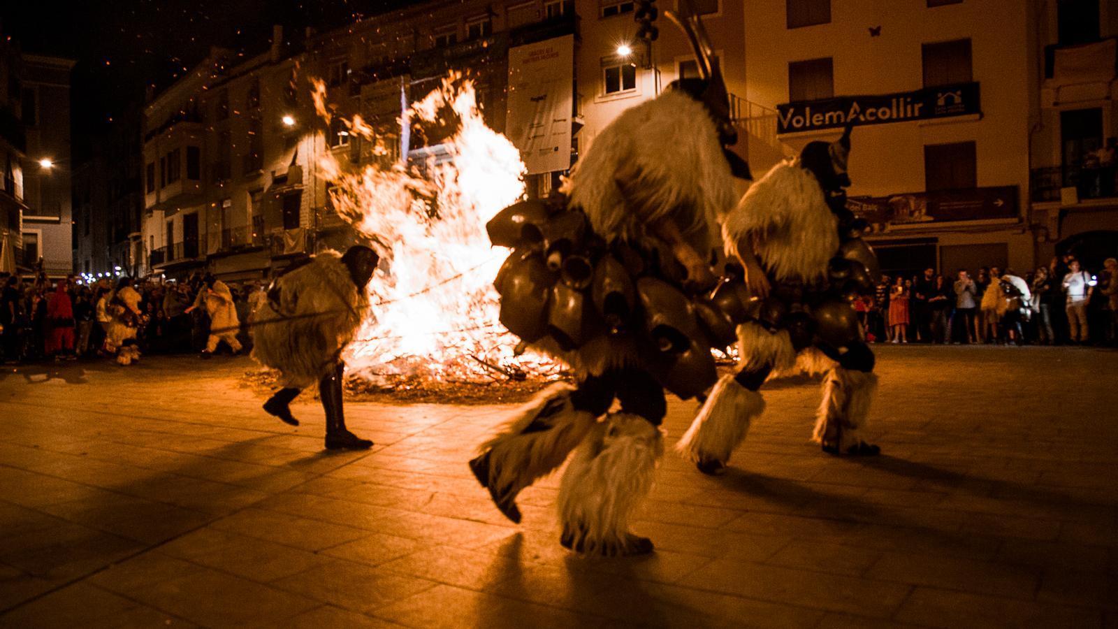 El  Carnevale di Ottana sard a la plaça Major de Manresa