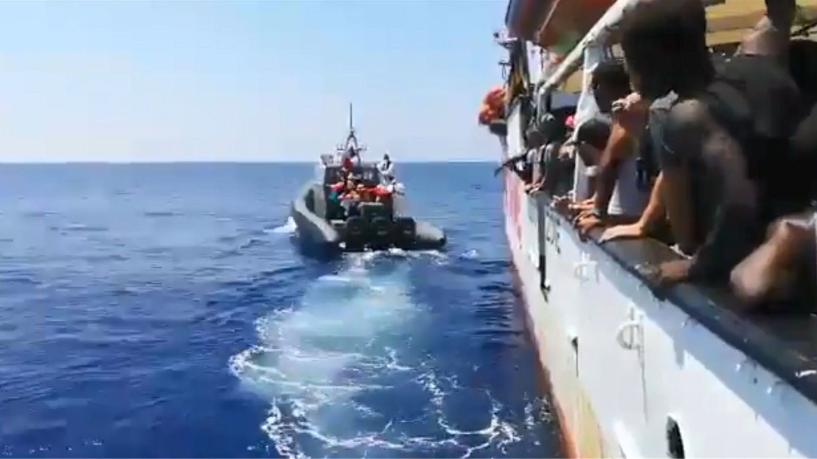 L''Open Arms' demana asil a Espanya per als 31 menors que porta a bord