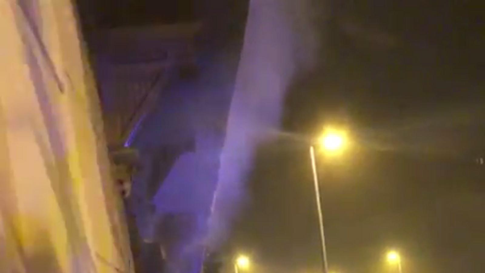 Divuit ferits, dos d'ells en estat crític, en l'incendi d'un pis al carrer Aragó de Barcelona