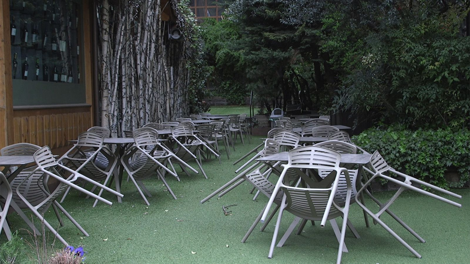 Taules plegades en un restaurant. / ANA Arxiu
