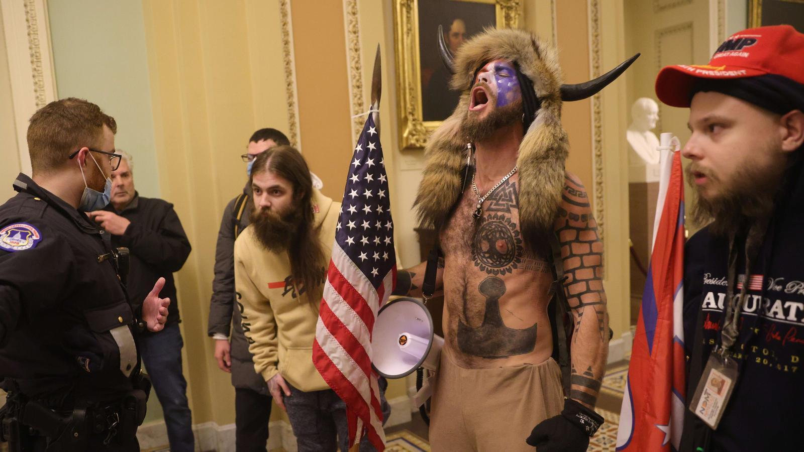 Partidaris de Donald Trump assalten el Congrés dels Estats Units