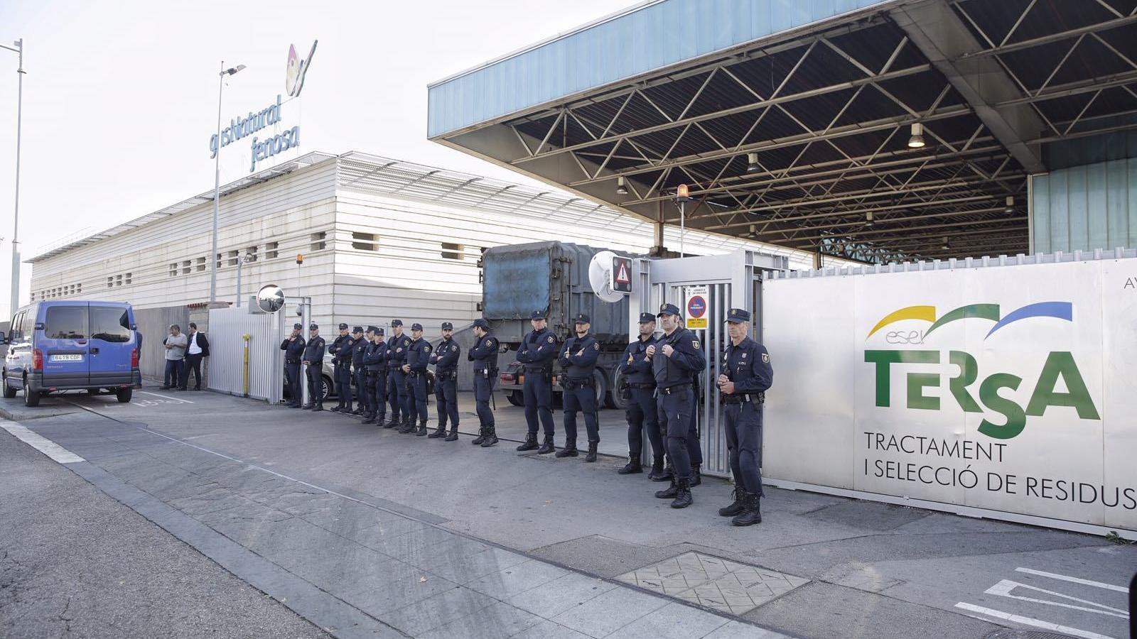 La Policia Nacional impedeix als Mossos destruir documents a la planta de reciclatge de Sant Adrià de Besòs