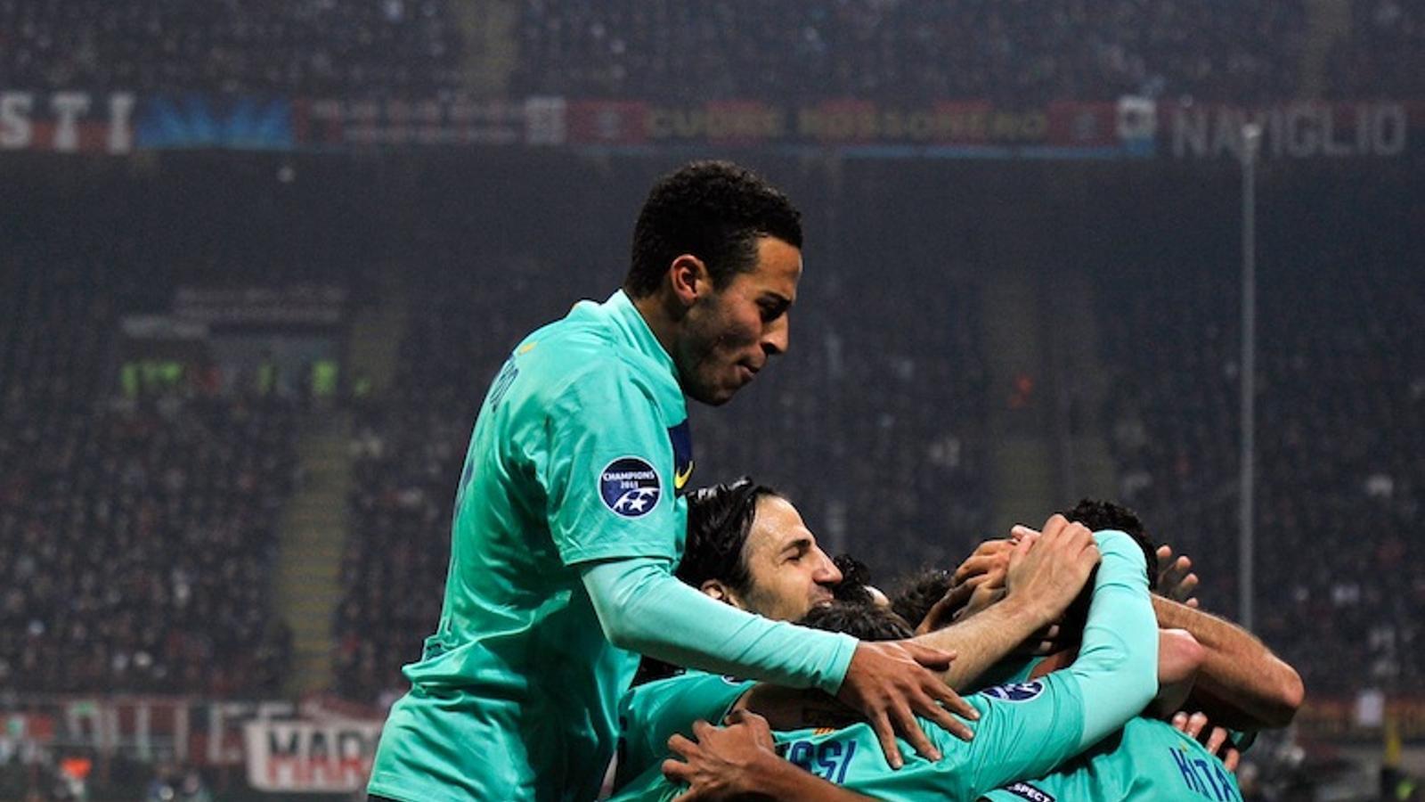 Els jugadors blaugranes celebren un dels gols que han marcat contra el Milan.