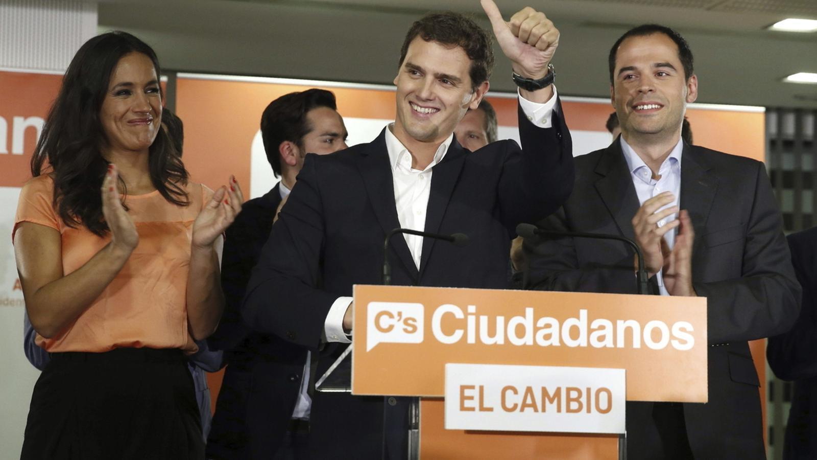 Ciutadans ja s'asseu a negociar amb Vox la Comunitat de Madrid