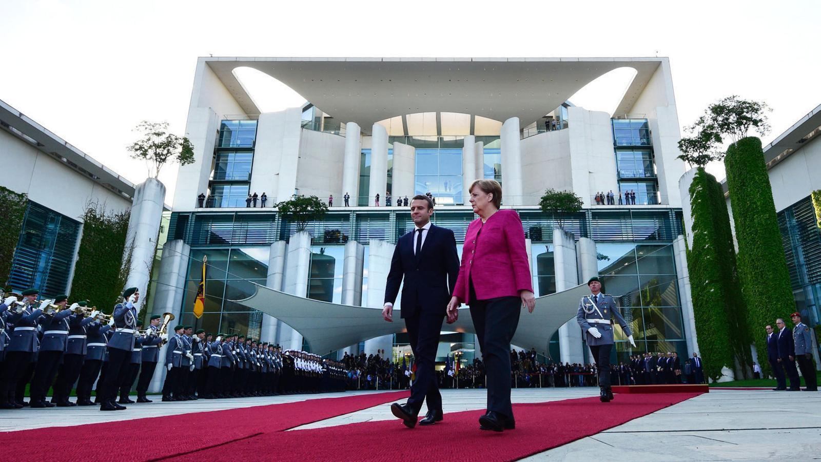 El president de França, Emmanuel Macron, i la cancellera alemanya, Angela Merkel, en una imatge d'arxiu.
