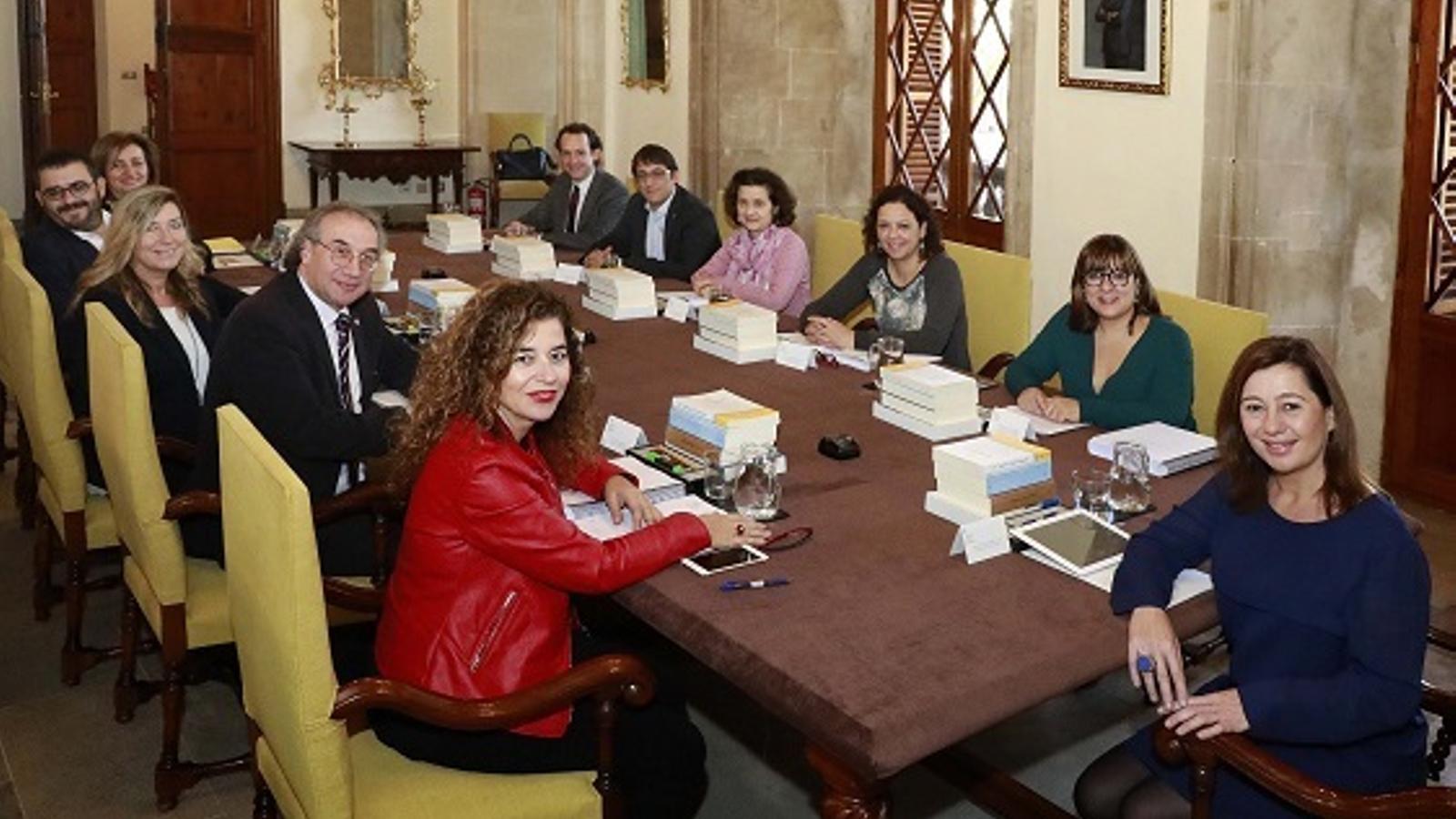 Imatge de la reunió dels consellers i la presidenta del Govern, Francina Armengol