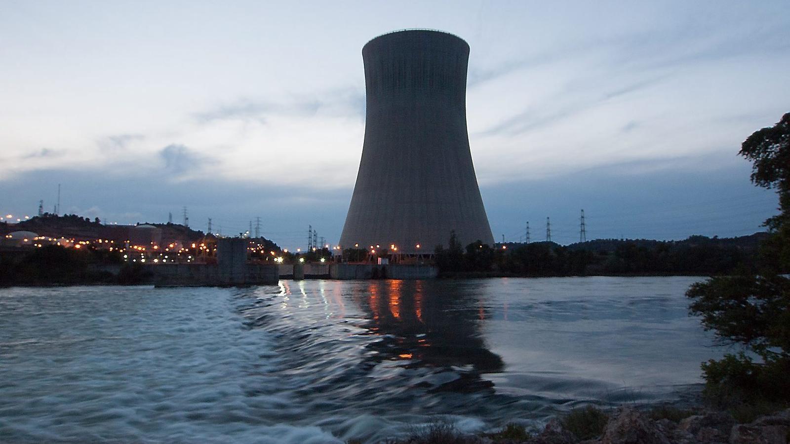 Les centrals d'Ascó, a la imatge, i Vandellòs generen el 50% de l'electricitat catalana.