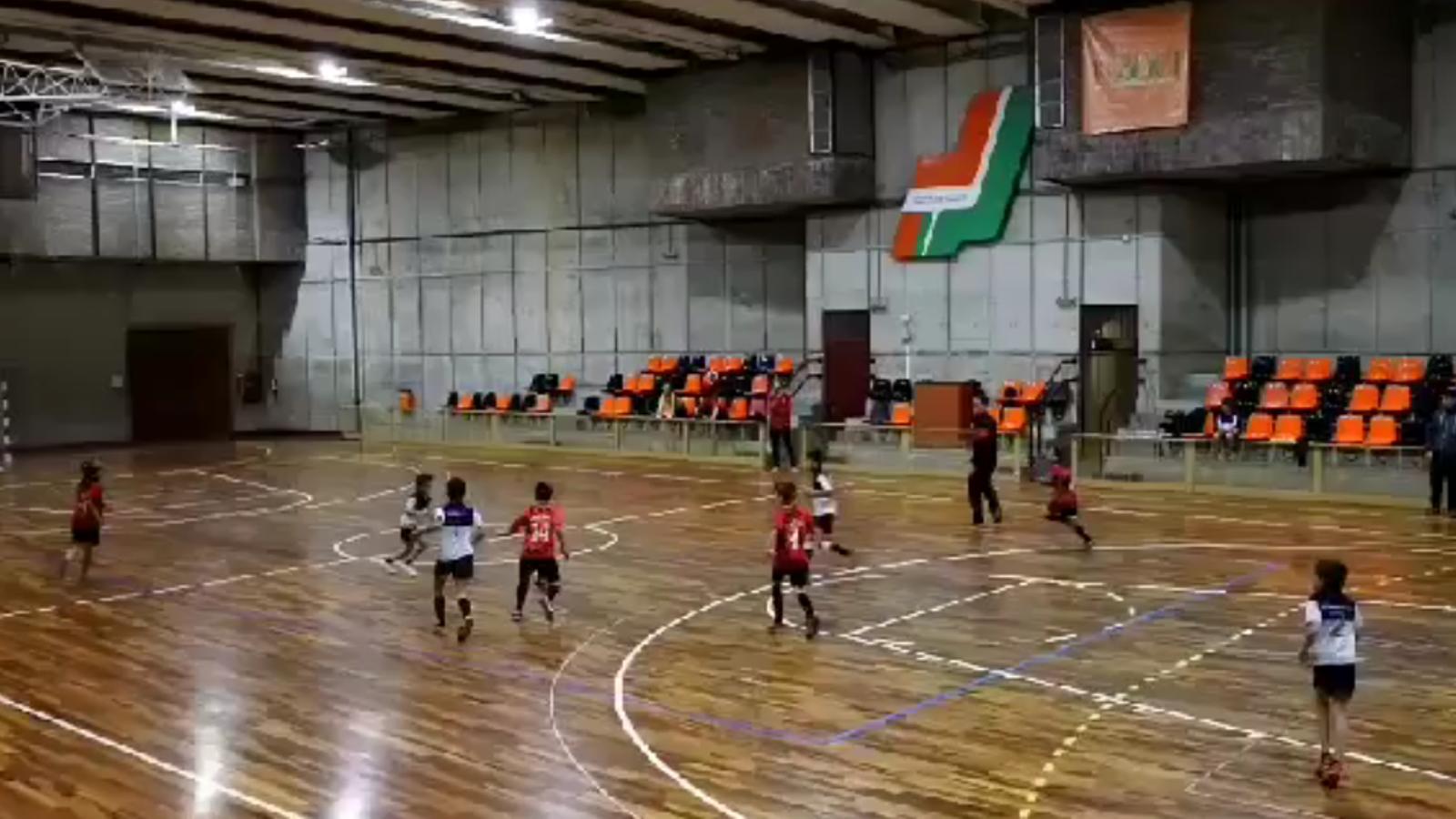 El gest dels benjamins del Futsal Dante