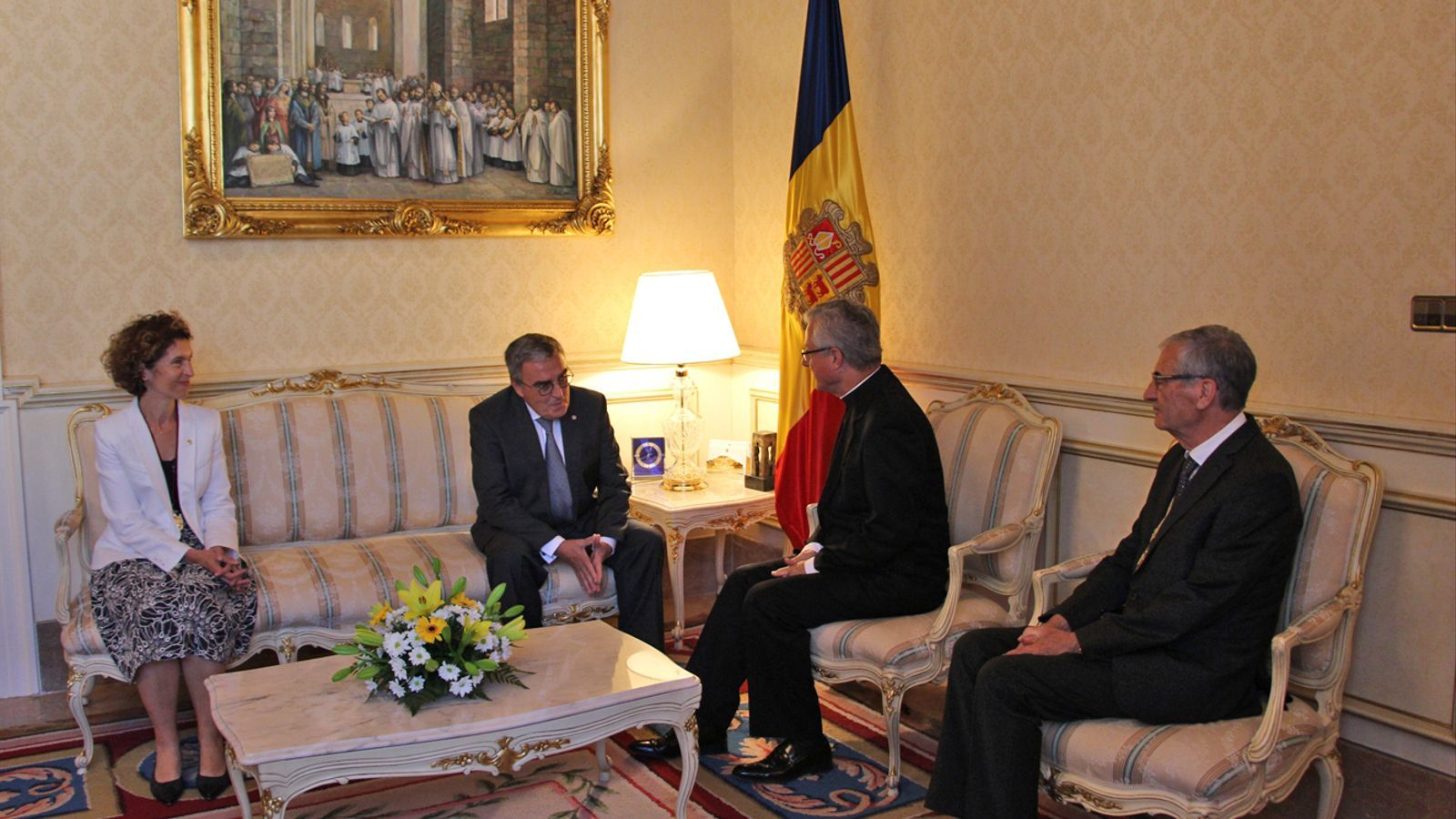 La ministra d'Afers Exteriors del Govern d'Andorra, Maria Ubach, i el representant del copríncep episcopal a Andorra, mossèn Josep Maria Mauri, han acompanyat al nou ambaixador i al copríncep després de l'entrega de les cartes credencials. / P. R.