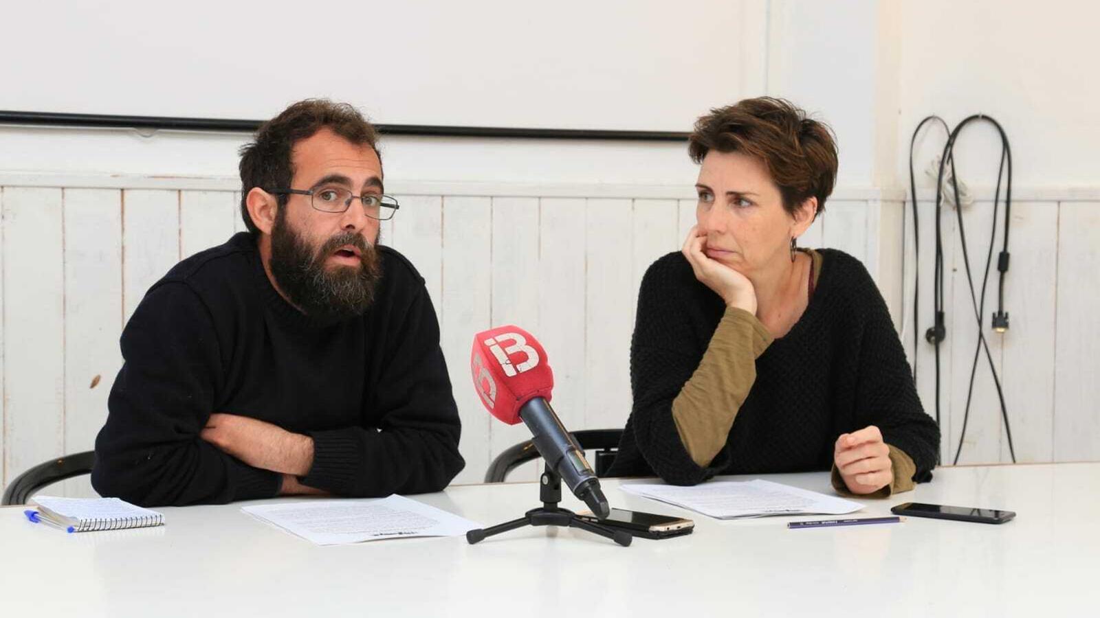 Gaspar Alomar portaveu del col·lectiu Tot Inclòs i Margalida Ramis, portaveu del GOB