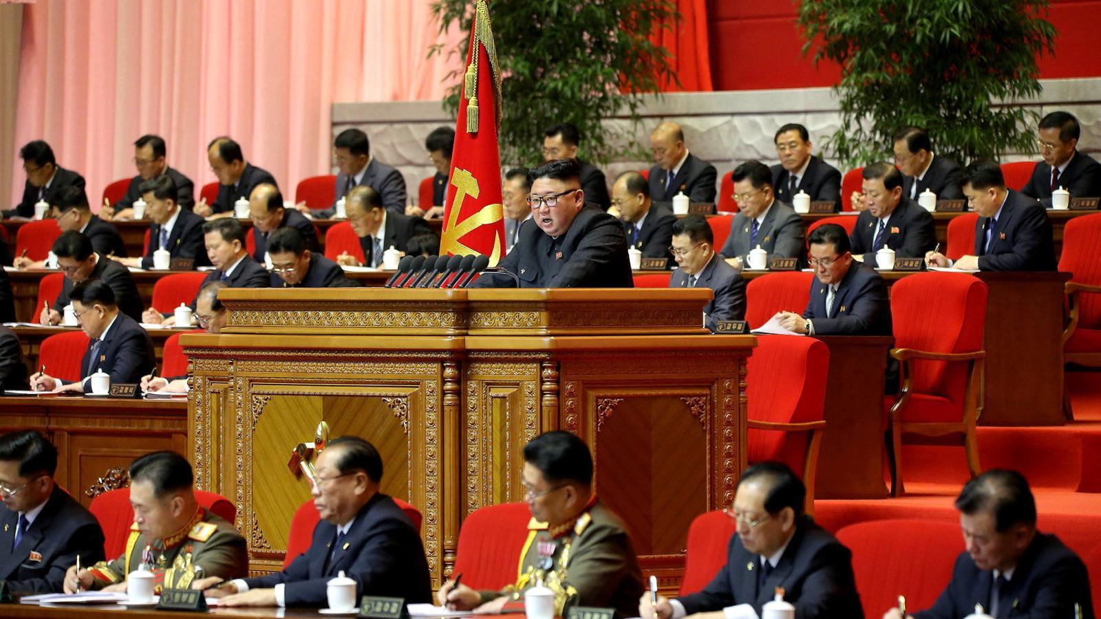 El líder de Corea del Nord, Kim Jong-un, durant el congrés del Partit dels Treballadors divendres, 8 de gener.
