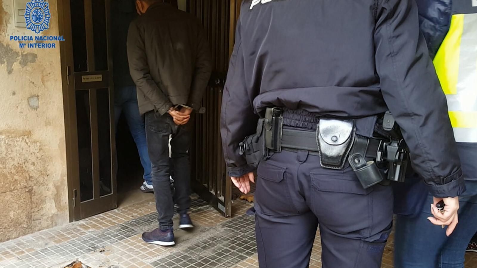 L'Operació 'Travis' conclou amb la detenció de cinc homes per tràfic de persones.